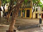 Эти тенистые улицах старого города преображаются с наступлением вечера. Народ гудит в многочисленных тавернах, кафе и кабаках, играют уличные музыканты.