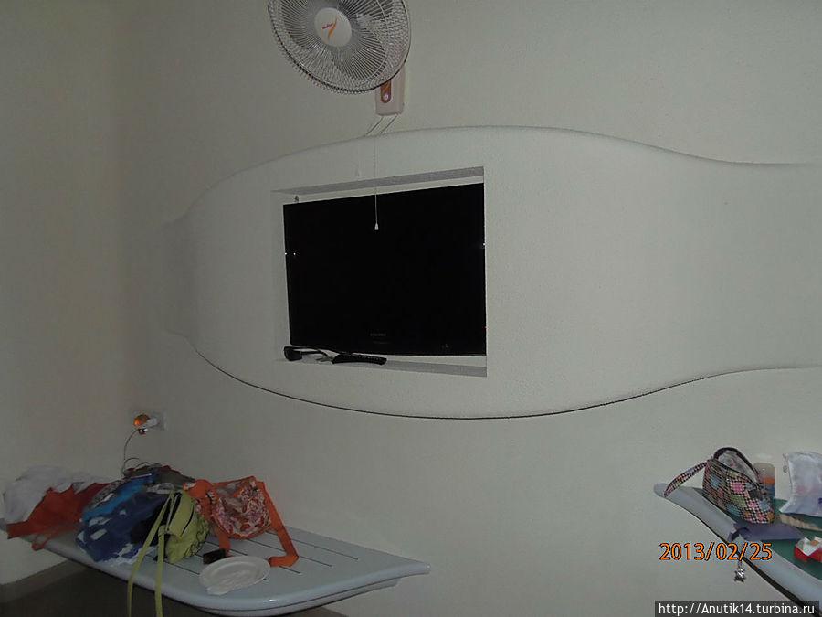 в каждом номере телевизор ЖК, набор для чая и кофе, холодильник, сейф