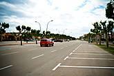Приехав в город, обнаружили абсолютно пустые парковки, видимо не сезон, хотя на календаре конец мая.