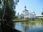 Пруд на территории монастыря.