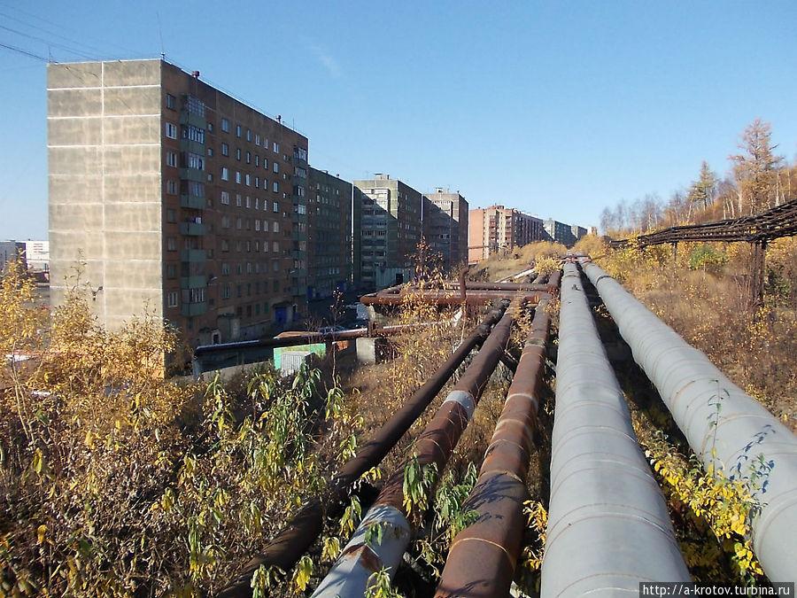 трубы тут есть, но не так много, как в Норильске Талнах, Россия