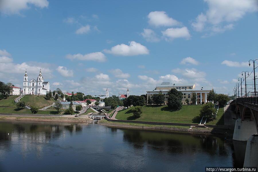 Вид на старый город и Кировский мост