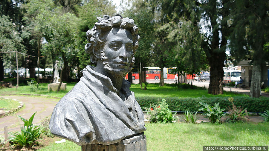 Памятник великому эфиопскому поэту Аддис-Абеба, Эфиопия