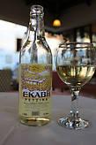 критское вино ,,Рицина,, белое сухое и интересным еловым привкусом.