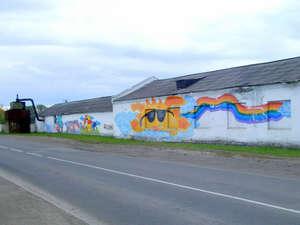 Граффити на центральной улице города, носящей имя С.М.Кирова.