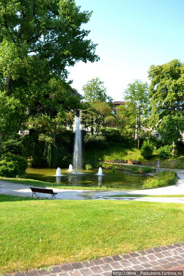 Мэрия и городской парк Коньяк, Франция