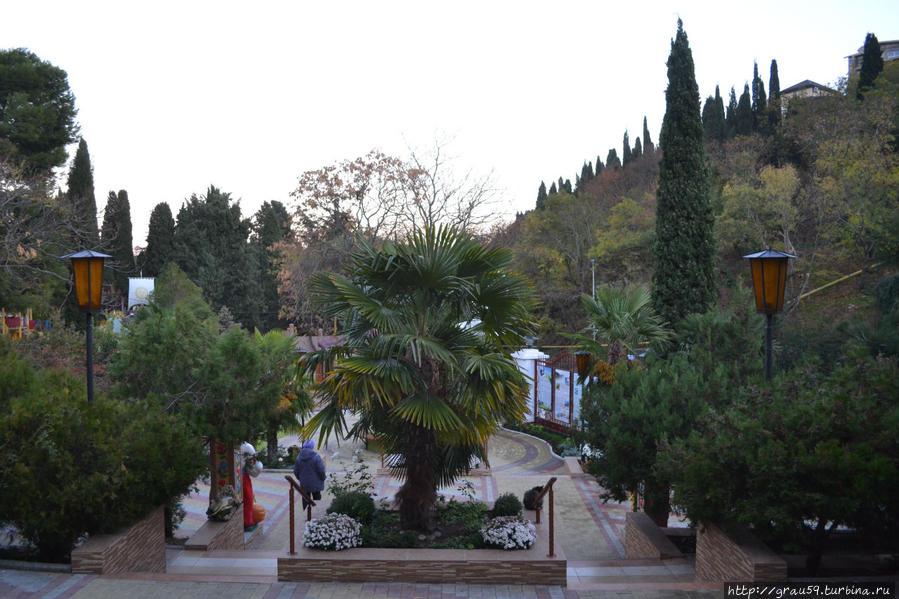 Двор пансионата (вид от центрального входа)