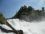 Со смотровой площадки открывается захватывающий вид на сам водопад.