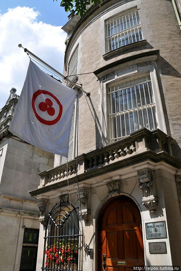 Знамя Мира — предложенный в 1929 г. Н.К. Рерихом флаг, который  должен был водружаться над учреждениями культуры для охраны их во время военных конфликтов.