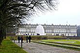 На Мужском острове стоит дворец Herrenchiemsee, построенный последним баварским королём Людвигом II в 1878 году.