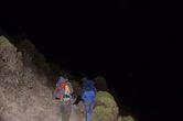 Начало восхождения, вполне приятное. Проблема в том, что на краю кратера — ураганный ветер при небольшом минусе. Легко одетые из-за неприбытия багажа вовремя , промерзли до костей.