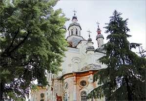Спасо-Преображенский собор в советские времена разделил судьбу многих таких же храмов, оставшись наедине с собой