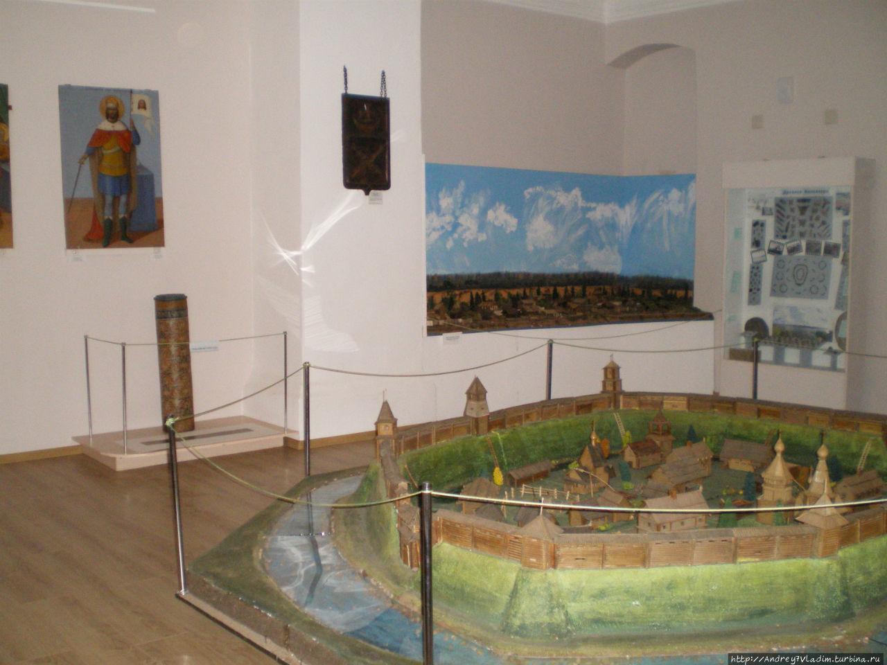 2 зал. На дальнем плане макет города Белоозеро (археологический памятник в истоке реки Шексна, где раньше находился Белозерск)