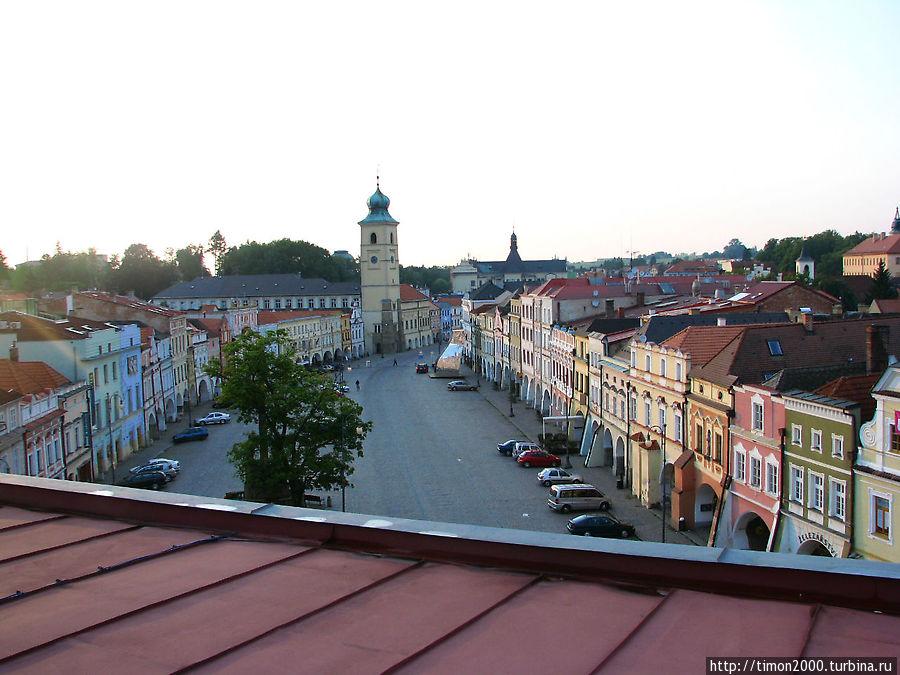 Вид на площадь с верхней террасы