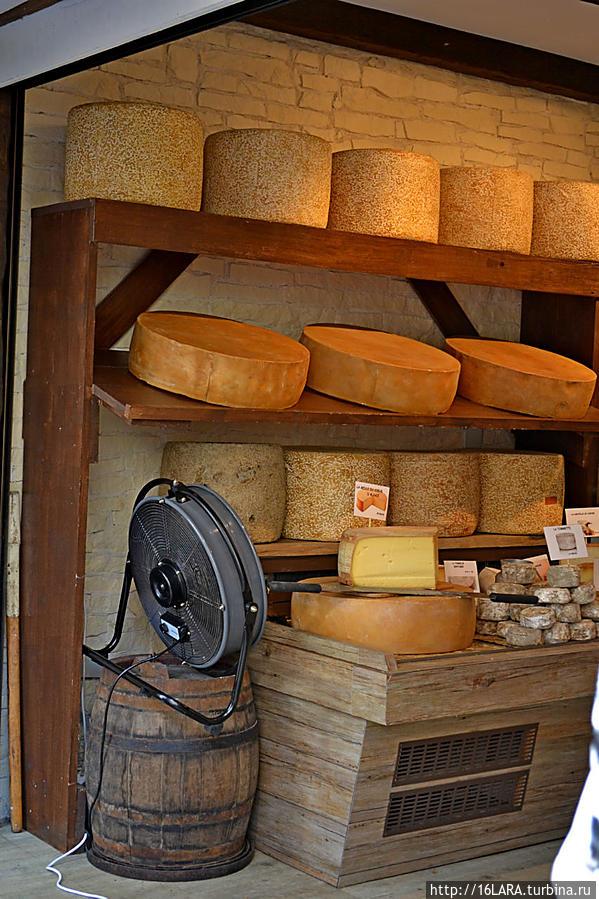 Сыр тоже сгодится в качестве сувенира Рикевир, Франция