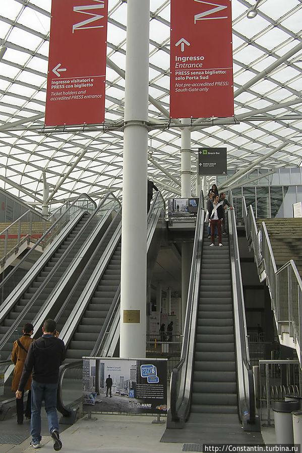 подняться на второй уровень по эскалатору