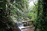 В течении этого ручья была обнаружена неразорвавшаяся бомба Второй мировой войны, его вода теперь считается святой.