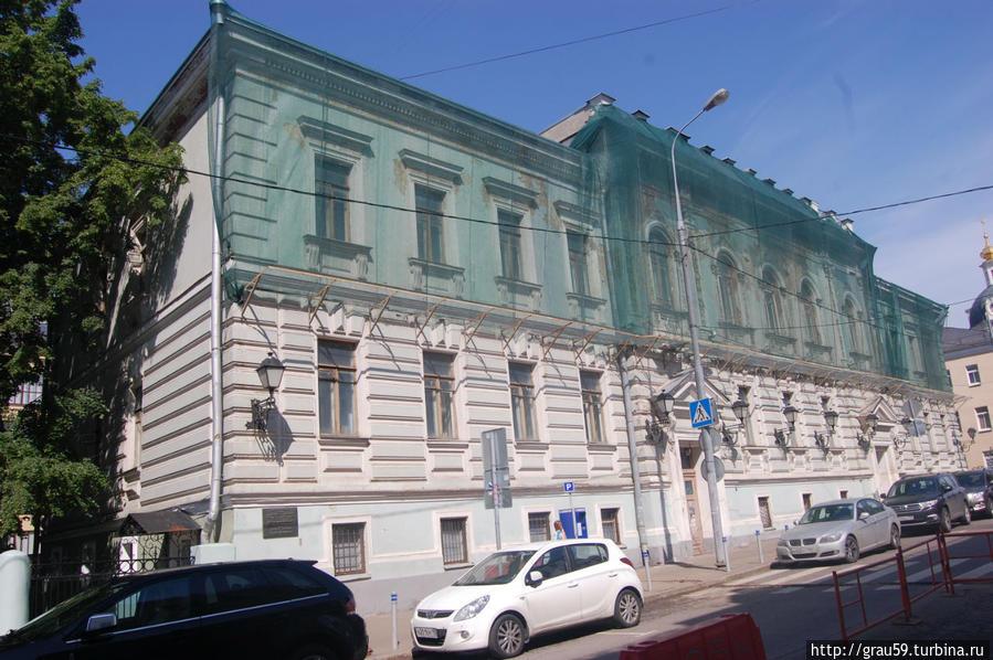 Корпус для служащих Строгановского училища ( 1890, архитектор С.У.Соловьев)