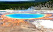 Естественные геологические процессы на Земле, в большинстве случаев, существенно превышают по свой мощности масштабы деятельности человека. Парк Йелоустону.