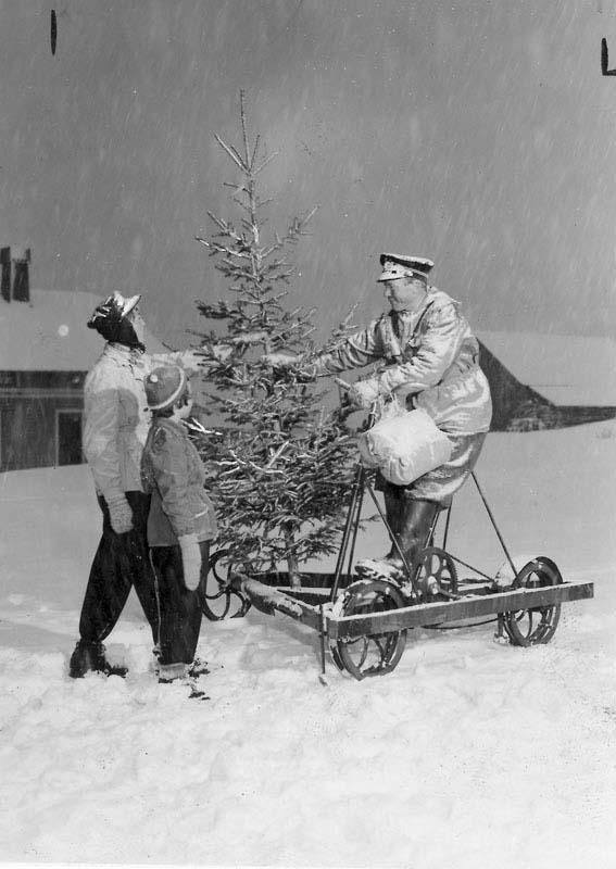 ... в 50-х годах на этом агрегате начальник станции лично развозил елки по окрестным разъездам и полустанкам. Финсе, Норвегия