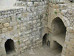 Из этой башни ведет ныне открытый тайный ход наружу, за крепостные стены, ход, построенный во времена Билика из мощных камней, которым не повредили даже землетрясения.