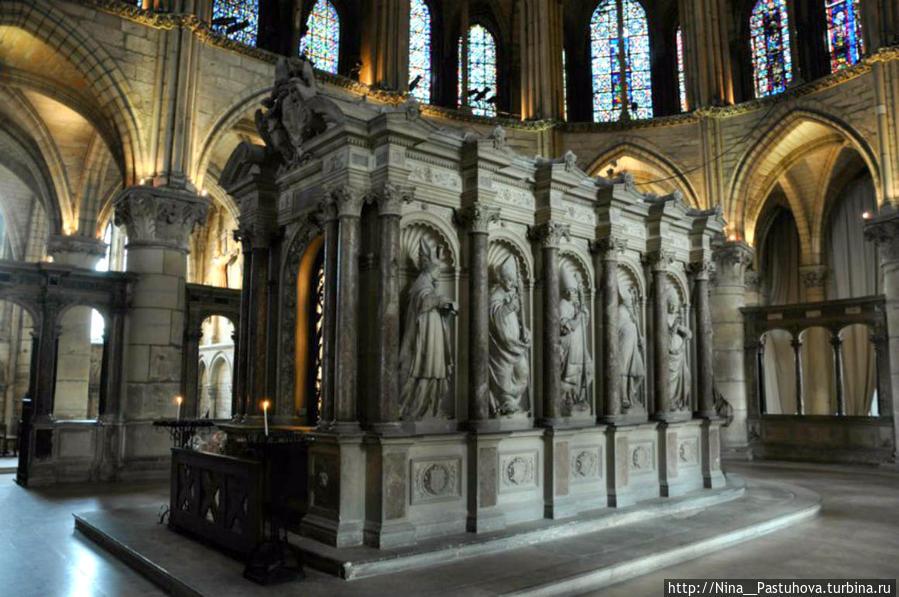Базилика Святого Ремигия  и  крещение  Хлодвига Реймс, Франция