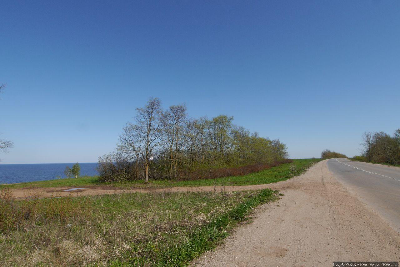 Дорога возле деревни Коро