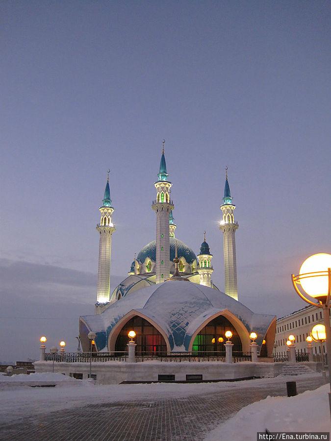 Мечеть Кул Шариф в вечерней подсветке