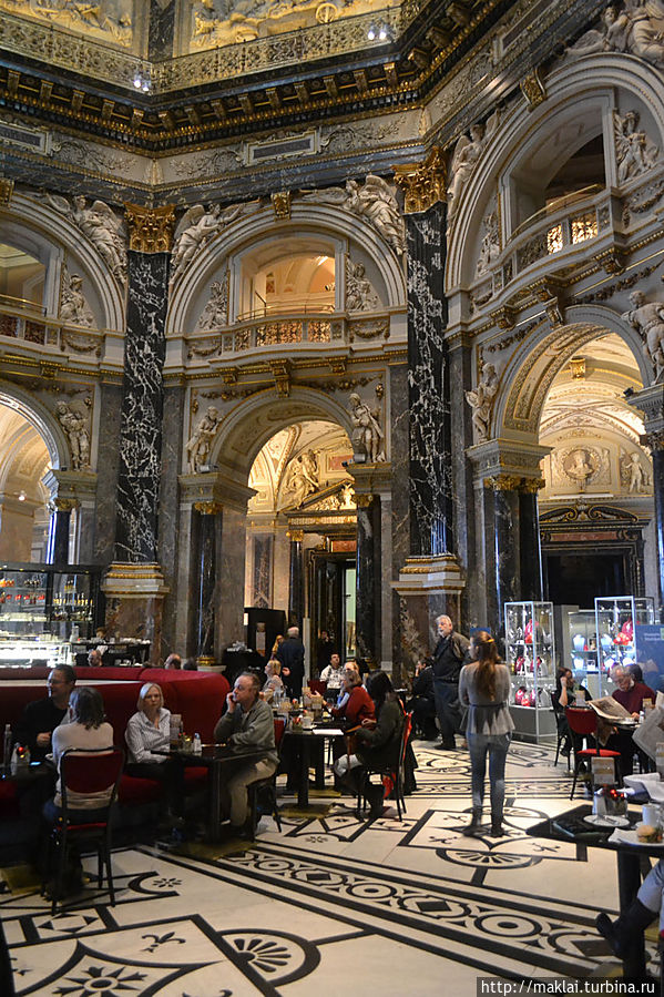 В кафе музея.