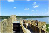 Остатки Ерининой купальни в башне Семи бартьев и Донжон