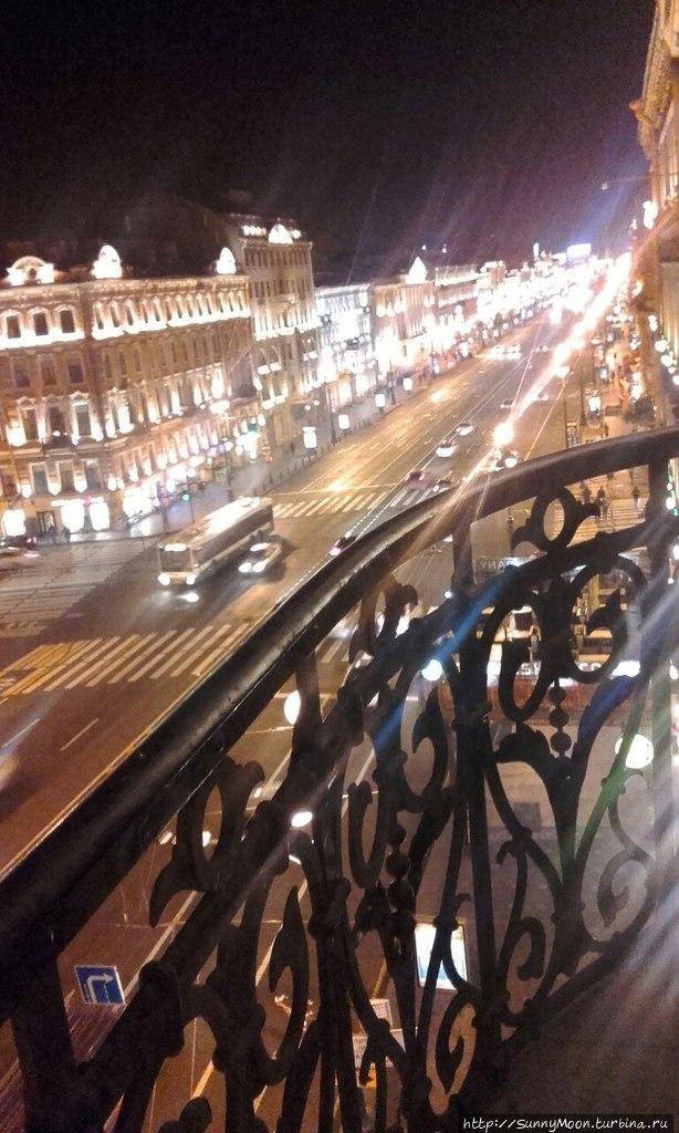 Ночной Невский с балкона нашего номера