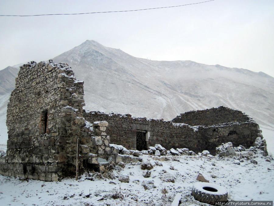 Старинные развалины на Крестовом