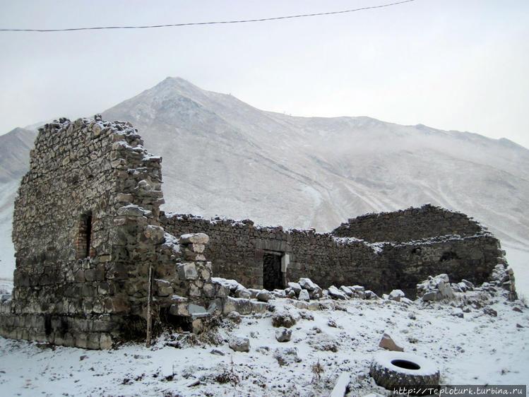 Старинные развалины на Кр