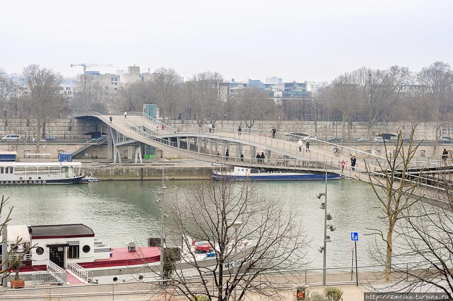 Вид на реку от зданий библиотеки
