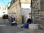 электромобиль, на котором жители передвигаются внутри села