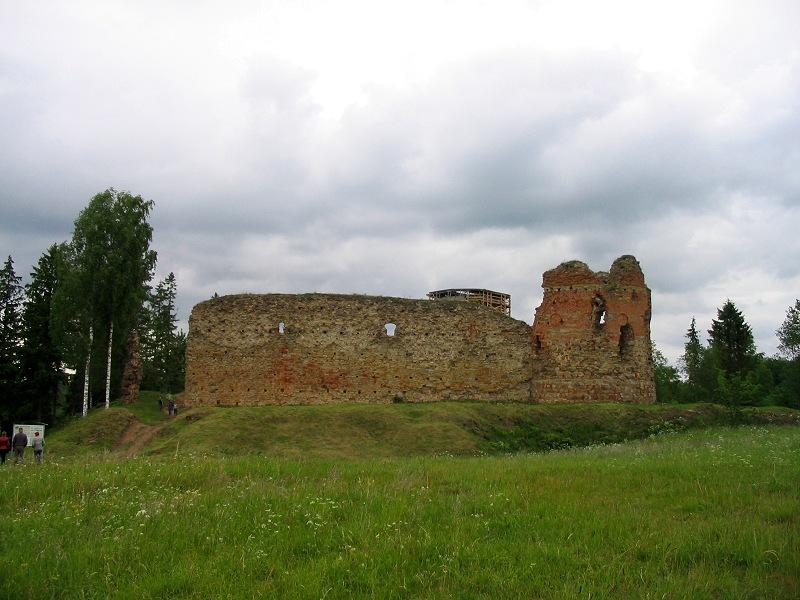 Развалины замка, 2004