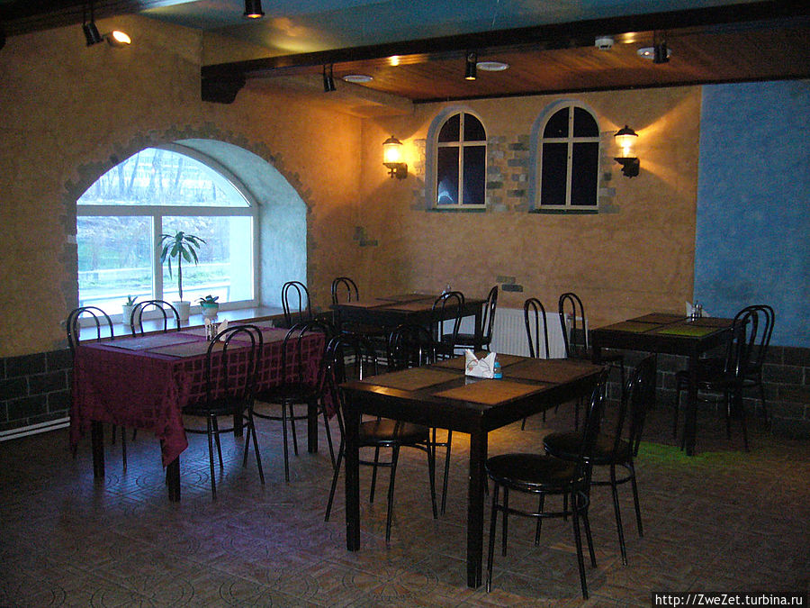 столовая (по вечерам бар)