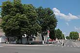 Поворот на Ленинскую — как раз в сторону исполкома и главной площади города...