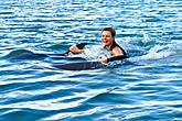 Катаюсь, держась за плавники дельфинов