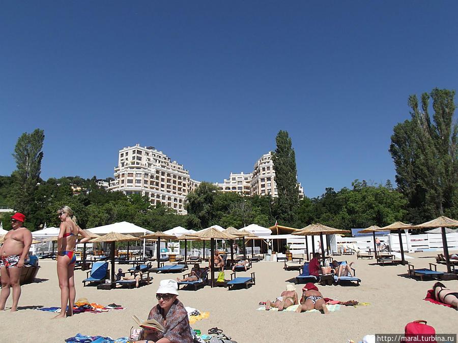 Пляж с видом на отель Кабакум Бич