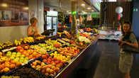 Покупаем персики. Красивые красные — оказались не очень, а вот невзрачные жёлтые — невероятно вкусными!