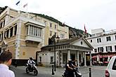 а тут маленькая площадка, где напротив друг друга находятсяThe royal gibraltar regiment (Королевский полк Гибралтара)...