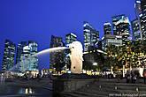 А вот и главный символ Сингапура – Мерлион, мифическое существо с головой льва и туловищем рыбы.