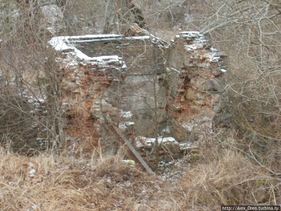 Развалины на другой плотине.