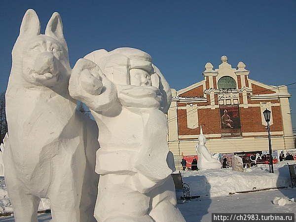 Вид на Новосибирский краеведческий музей во время фестиваля