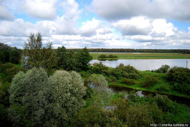 В другую сторону. Там протекает речка Ильматсалу.