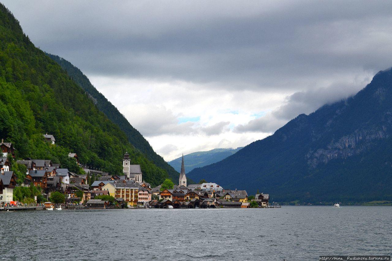 Хальштатт — австрийская сказка у озера, среди больших гор