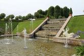 В парке  достаточно много скульптур и не только у фонтанов.