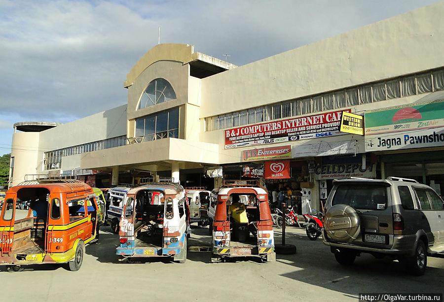 * В центре города — маркет со стоянкой моторикш Хагна, остров Бохол, Филиппины