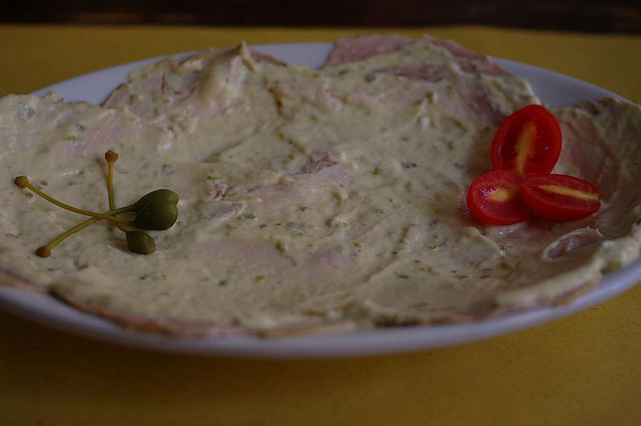 Распластанная по блюду свинина :)
